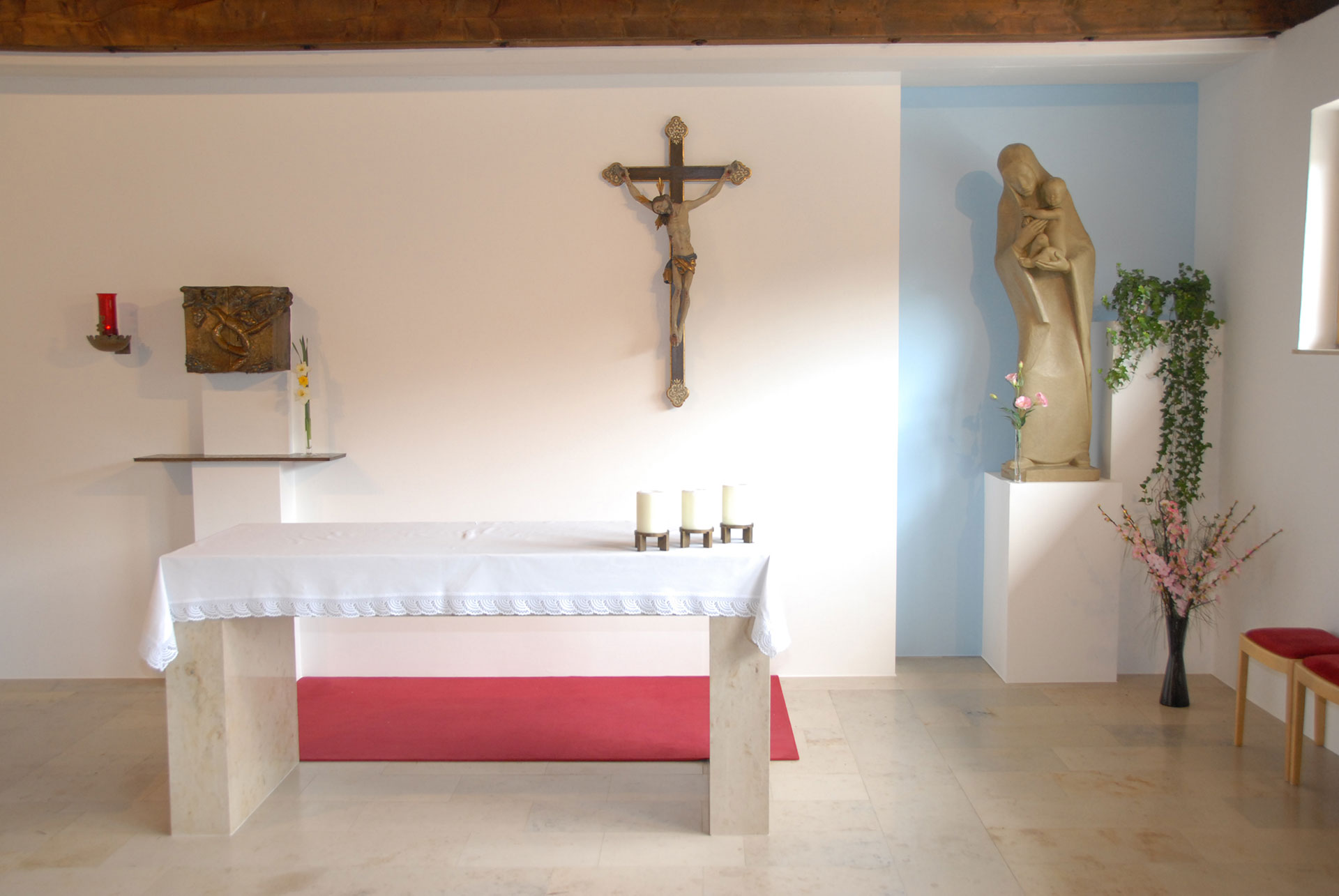 Kirche Schüttdorf kleiner Altar